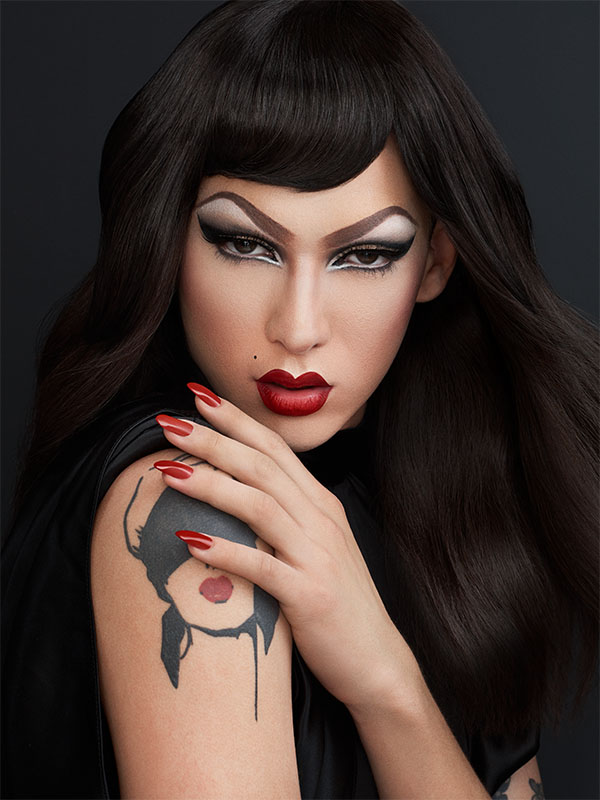 Model Violet with teased roots