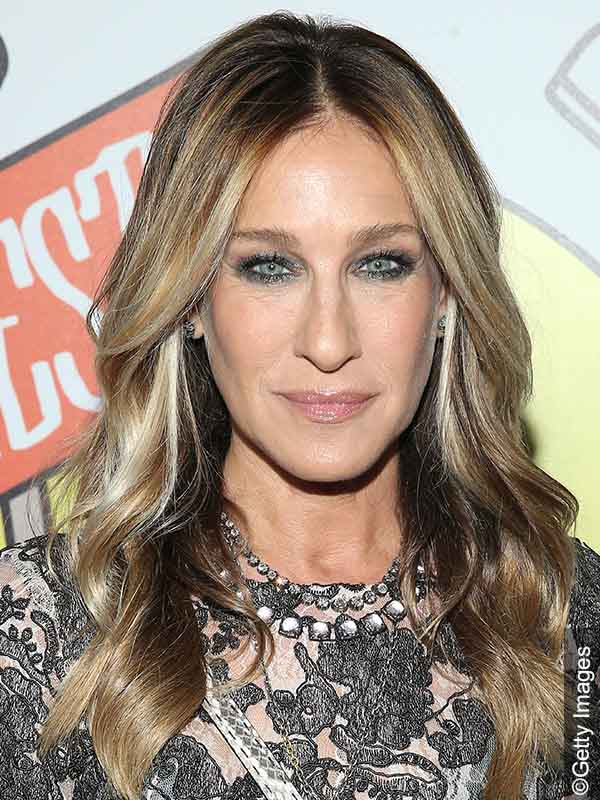 Sarah Jessica Parker with undone wavy hairstyle