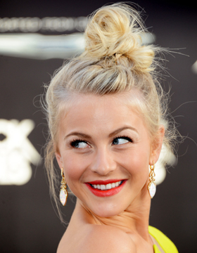 Hairstyles of Stars: Julianne Hough