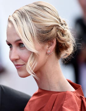 Hairdos for Valentine's Day: Messy chignon mix