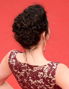Hairdos for Valentine's Day: Gretel updo