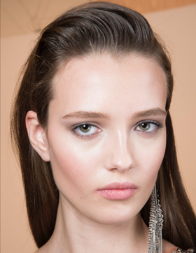 Festive hairstyles: Discreet wet look