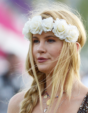 Nonchalant Hairstyles – Flower Power