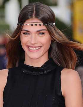 Hair Accessories and Jewellery: Middle Parting