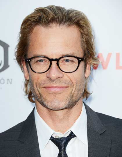 hairstyles for men wearing glasses